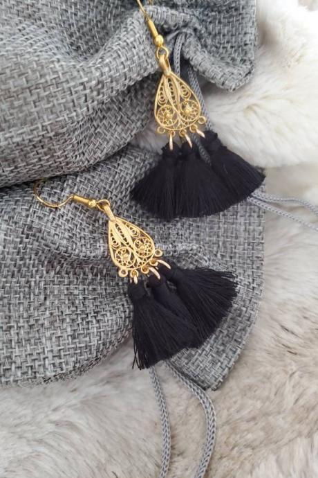 Aretez SulogDatu Filigree Charm Black Tassel Dangle Earrings | Black Long Bohemian Tassel Earrings With Gold Hooks